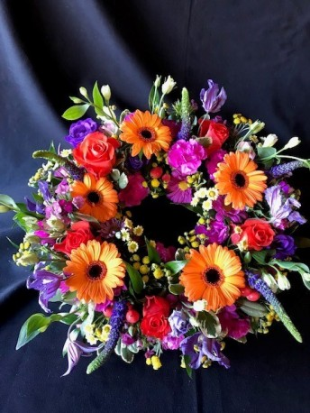 Colourful mixed wreath