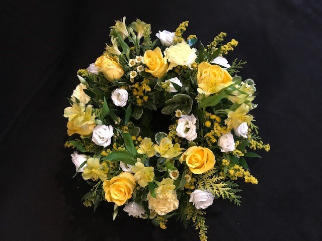 Classic wreath (yellows and white)